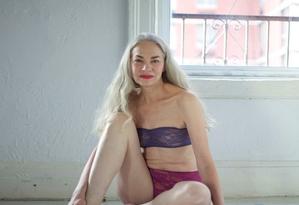 Jacky O'Shaughnessy de lingerie para American Apparel Foto: Divulgação