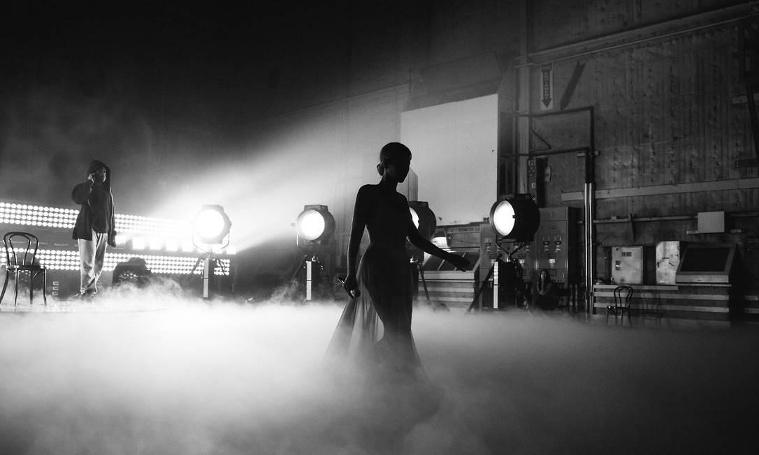Os cliques em preto e branco do fotógrafo Robin Harper deram às fotos um ar de elegância Divulgação