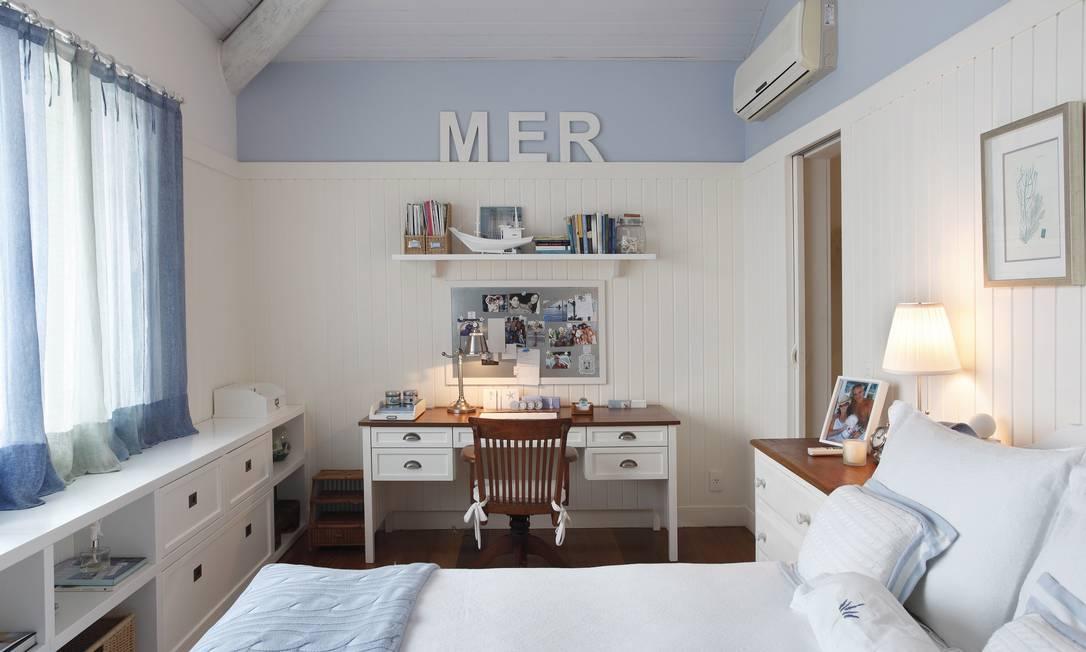 O quarto azul e branco: estética bem clean Divulgação