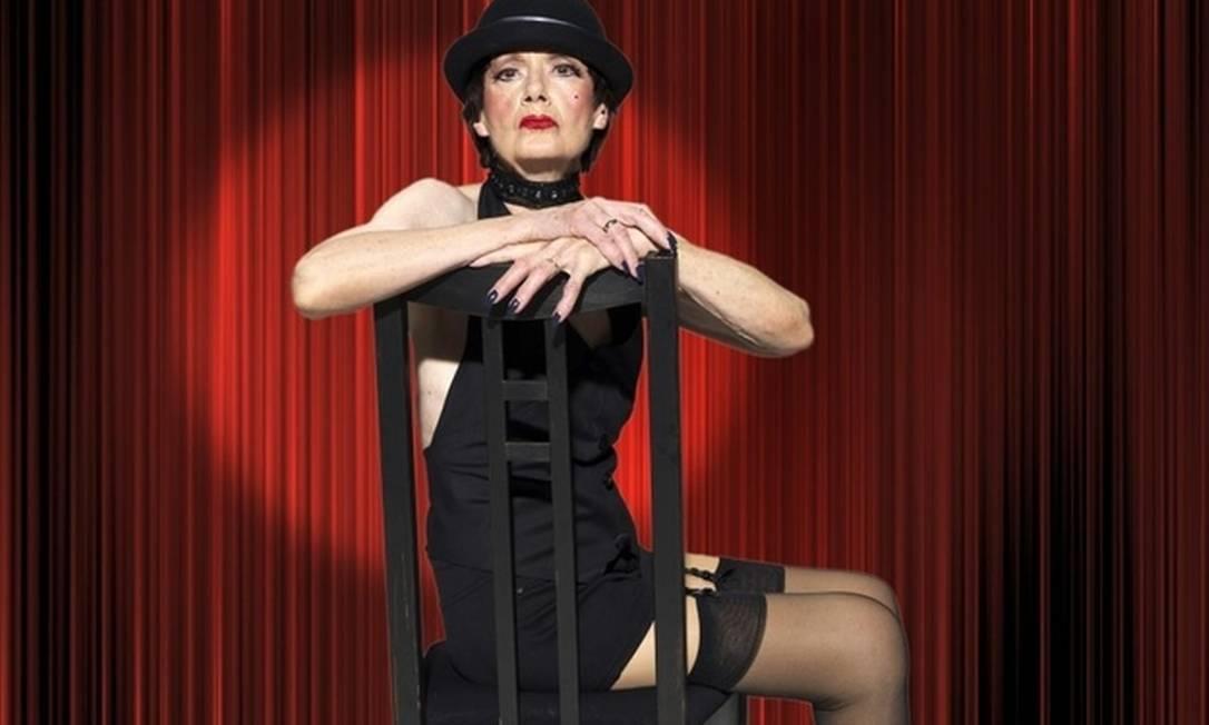 """Nem o sinal na bochecha e as unhas coloridas de Liza Minneli em """"Cabaret"""" ficaram de fora da caracterização de Martha Bajohr, de 77 anos Divulgação"""