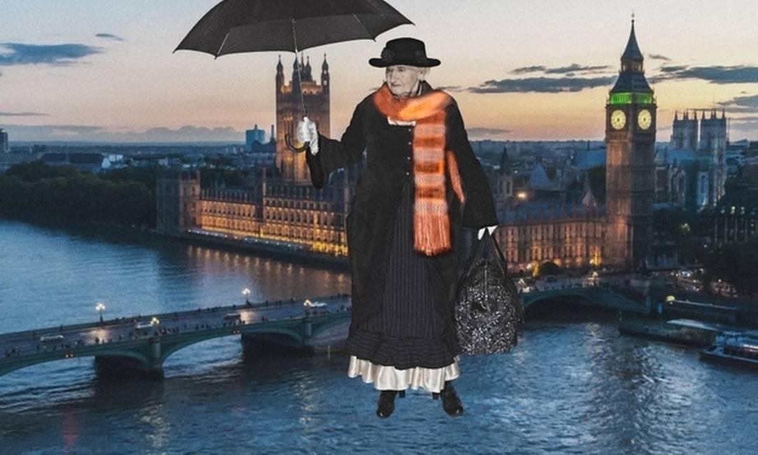 """A Mary Poppins, de Erna Schenk, de 78 anos. Como no filme, ela também """"sobrevoa"""" Londres com seu guarda-chuva mágico Divulgação"""