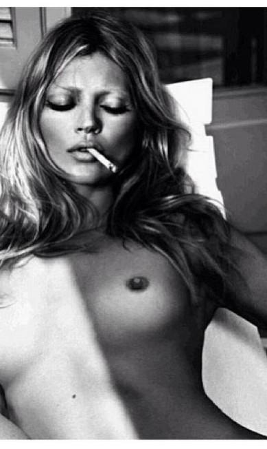 """Talytha Pugliesi, modelo, escolheu um clique de Mert & Marcus para o calendário Pirelli 2006: """"Eu amo essa foto! Acho maravilhosa, além de ela estar belíssima. Eu adoro os nus da Kate. São muito sensuais. Ela é uma das melhores modelos do mundo"""" Reprodução"""