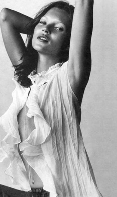 """Adriana Bozon, estilista da Ellus, gosta da foto que a top fez para a marca em 1996: """"Kate Moss é um ícone de beleza e atitude, uma mulher forte. Para nós foi um imenso prazer e orgulho trabalhar com ela"""" Reprodução"""