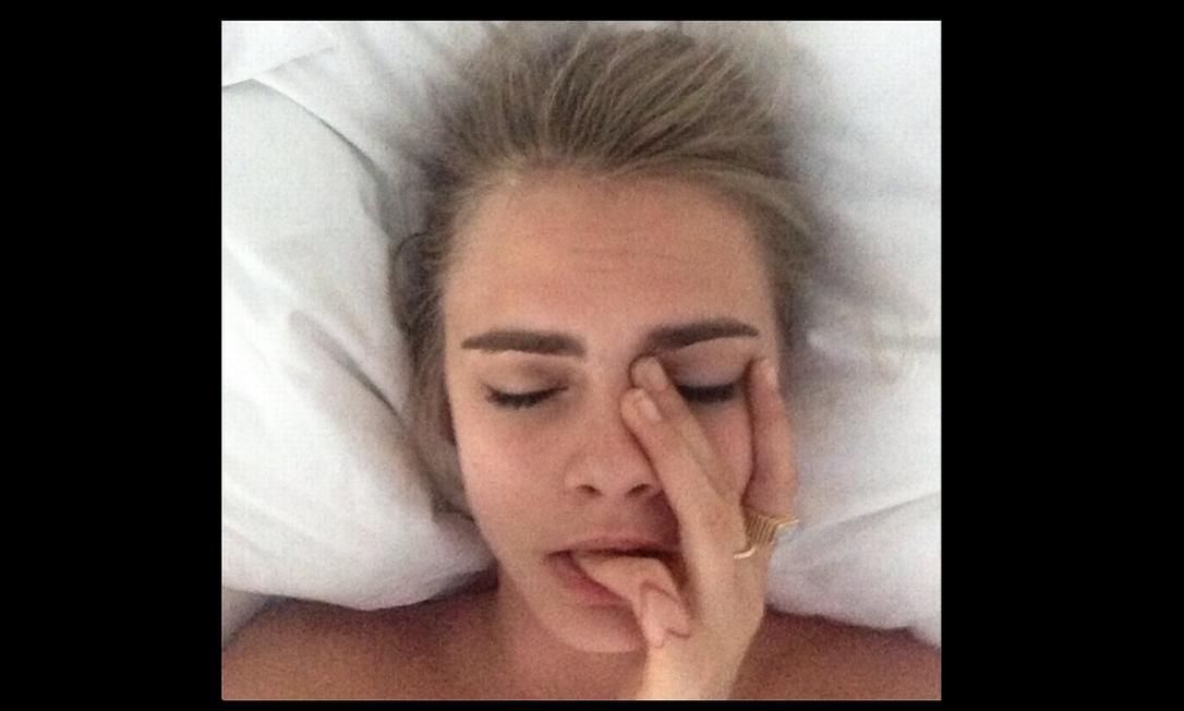 """Para Cara Delevingne não foi tão fácil sair da cama no primeiro dia do ano. """"A noite passada foi épica"""", escreveu ela em seu Instagram Reprodução"""