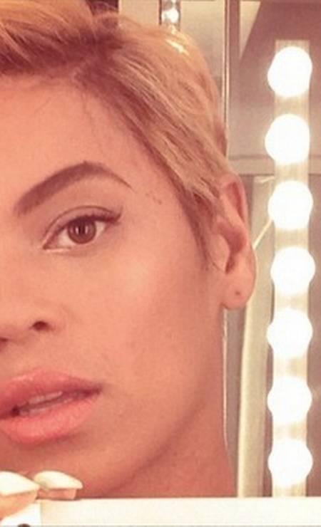 Outra que atacou de joãozinho também foi Beyoncé, que mostrou aos fãs o corte em primeira mão no Instagram Foto: Instagram