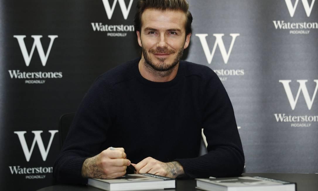 Para o livro, David Beckham separou 150 imagens emblemáticas de sua carreira de cerca de 20 anos nos gramados LUKE MACGREGOR / REUTERS