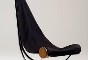 1975: Poltrona Rede, de Sergio Bernardes: madeira, inox e tecido Foto: Terceiro / Divulgação