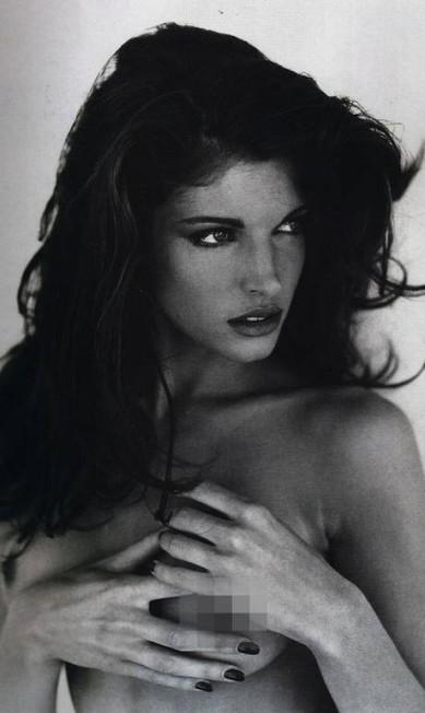 Dois anos depois, em 1993, ela repetiu o trabalho em outra edição de sucesso Reprodução / Playboy