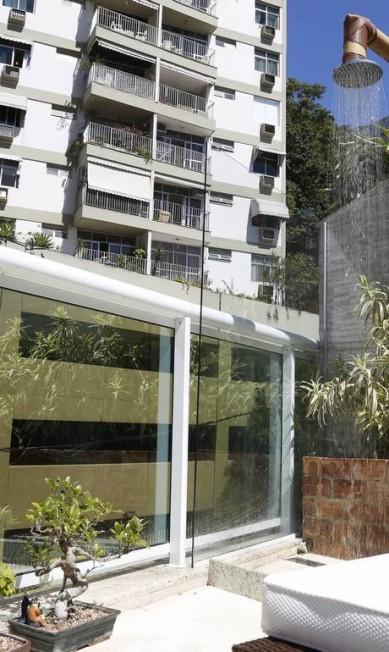 Em prédio na Fonta de Saudade, o chuveiro é revestido de bambu Camilla Maia / Agência O Globo
