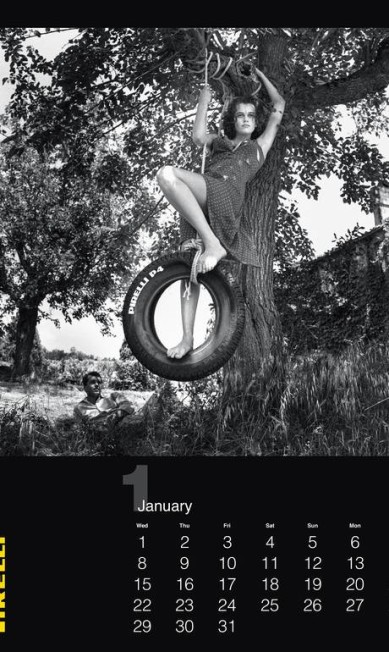 Uma das folhinhas mais esperadas no fim do ano, o calendário Pirelli, está comemorando o 50º aniversário de forma inusitada. Sem produzir um ensaio propriamente dito, a empresa italiana resolveu imprimir para 2014 um ensaio inédito feito pelo lendário fotógrafo Helmut Newton que, até o momento, estava guardado no arquivo da empresa Divulgação