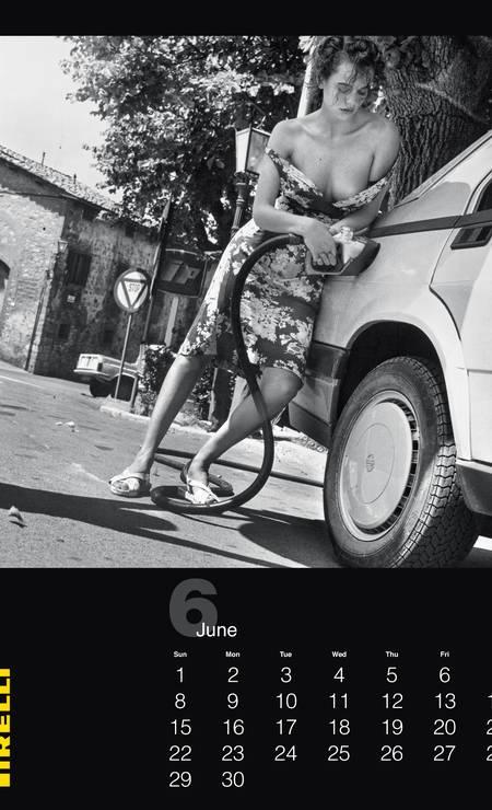 O calendário, estrelado pelas modelos Antonia Dell'atte, Betty Prado e Susie Bick, reúne 12 imagens em preto e branco, e outras 29 de bastidores, feitas em 1985, em Montecarlo e Chianti, na Toscana Divulgação