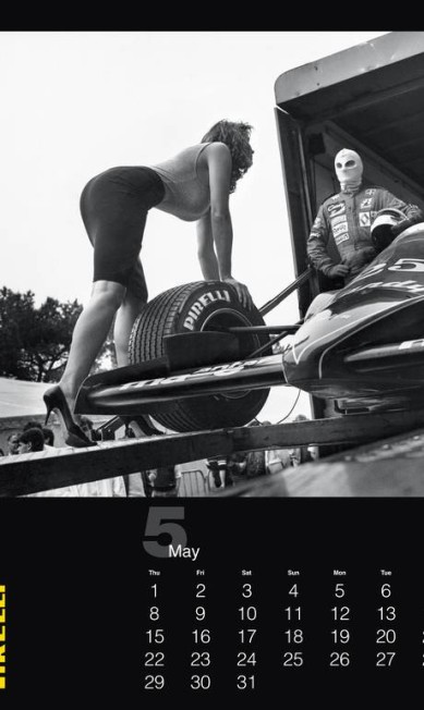 A marca explicou que, para o ano de 1986, foram feitos dois calendários: um pela Pirelli inglesa, com fotos de Bert Stern, e outro pela Pirelli Itália e Helmut Newton. No fim das contas, o projeto escolhido para ser lançado foi o de Stern, e o de Newton ficou na gaveta Divulgação