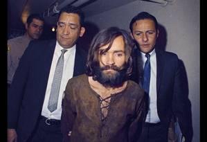 Charles Manson é escoltado Foto: AP