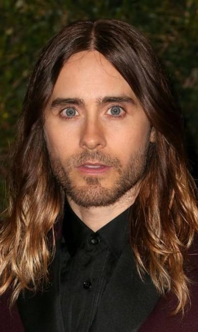 O ator Jared Leto aposta na combinação de cabelos longos + barba Frederick M. Brown / AFP