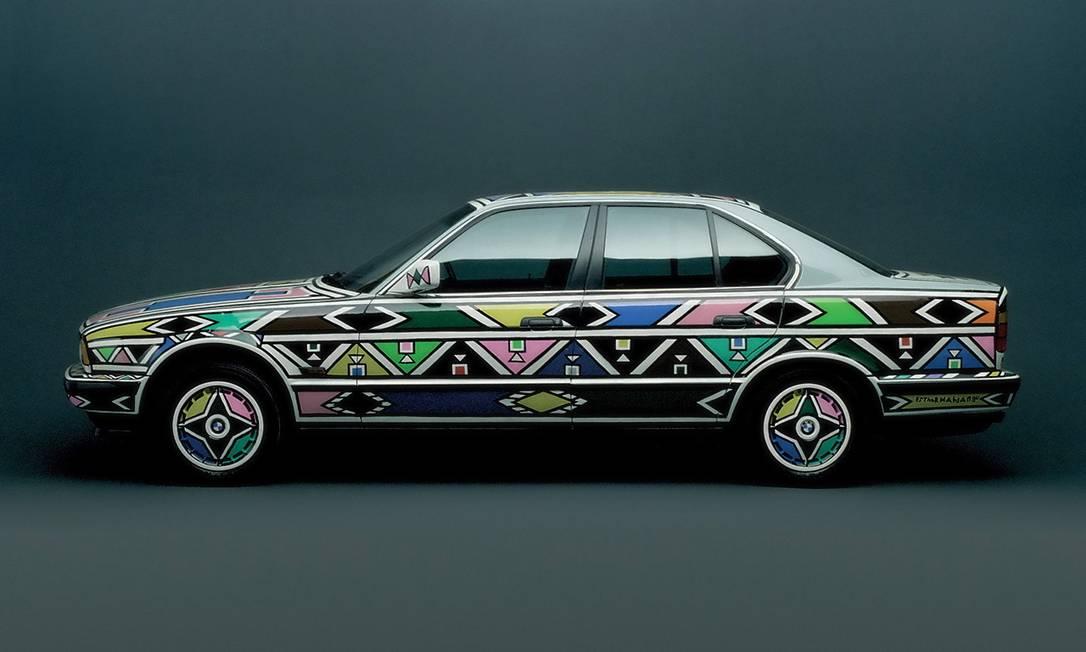 Modelo BMW com as formas da artista Terceiro / Agência O Globo