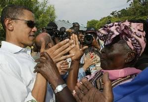 O então senador Barack Obama visita sua 'avó', Sarah, em 2006 Foto: Arquivo