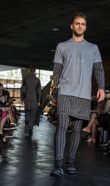 Essas características dos nobres cavaleiros fundem-se às roupas esportivas para compor o inverno 2014 da marca YASUYOSHI CHIBA / AFP