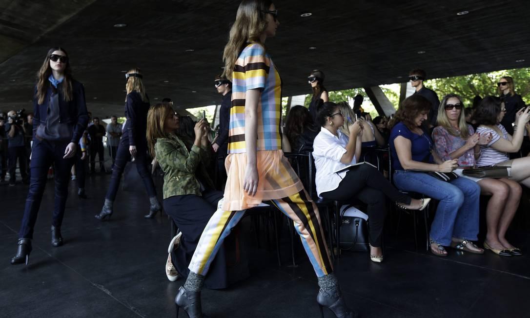 Em vez do Píer Mauá, onde está acontecendo a maioria dos desfiles da semana de moda, o show da marca foi no Museu de Arte Moderna RICARDO MORAES / REUTERS