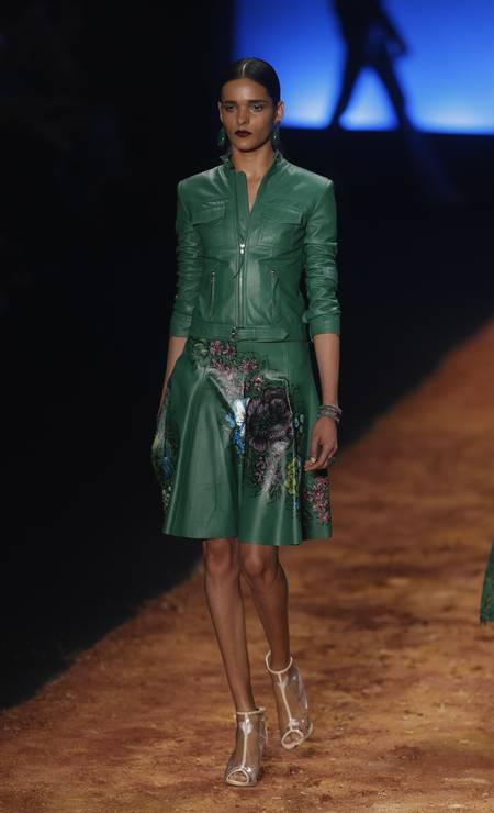 Logo no primeiro desfile do Fashion Rio, uso do couro aparece, confirmando tendência lançada no SPFW Foto: Alexandre Cassiano / Agência O Globo
