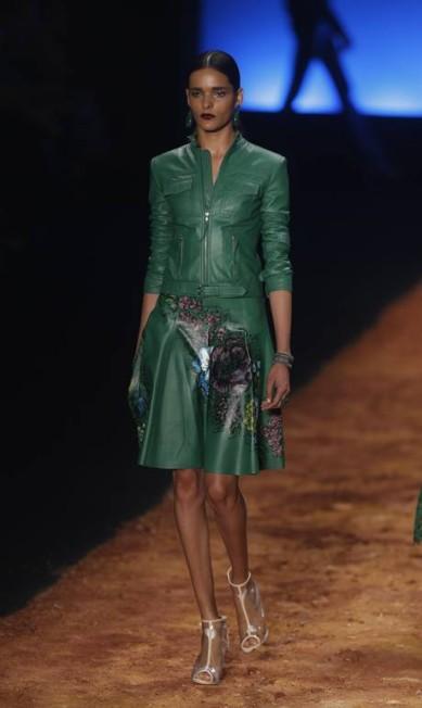 Logo no primeiro desfile do Fashion Rio, uso do couro aparece, confirmando tendência lançada no SPFW Alexandre Cassiano / Agência O Globo