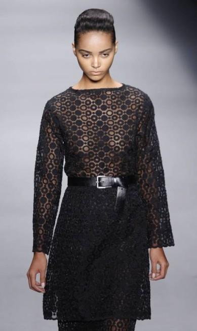 Organza bordada em círculos vira vestido longo com saia mais curta sobreposta Mônica Imbuzeiro / Agência O Globo