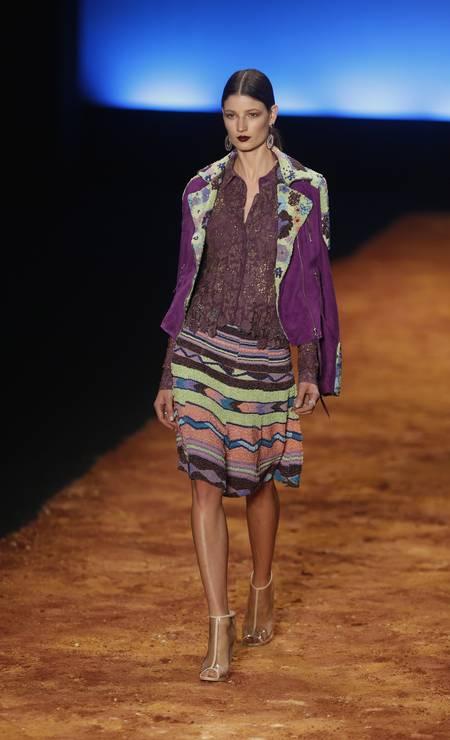 Viagem a Santa Fé pôs a estilista em contato com matérias primas têxteis das tribos antigas Foto: Alexandre Cassiano / Agência O Globo