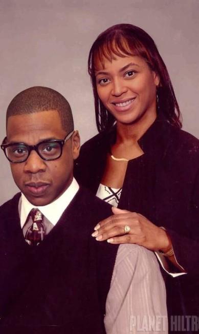 """Cansado de ver o excesso de retoques no Photoshop que colocam as celebridades num patamar intangível de glamour e beleza, o artista Danny Evans criou o projeto """"Celebrity Make Under"""" que transforma famosos em pessoas comuns. na imagem, Beyoncé e Jay-Z Celebrity Make Under"""