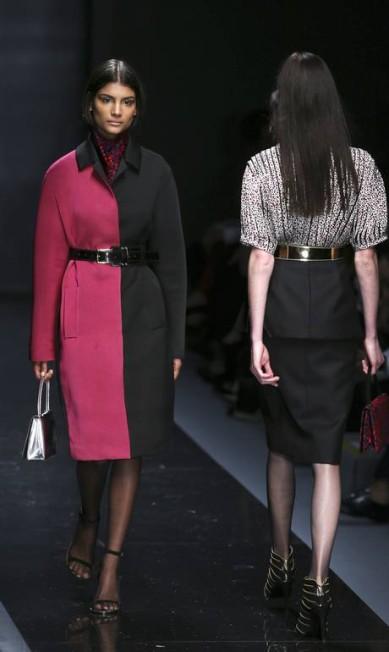 O primeiro estilista a apresentar a sua coleção no último dia da semana de moda paulista foi Reinaldo Lourenço. O estilista se inspirou no glamour displiscente vindo da atitude e estilo das francesas PAULO WHITAKER / REUTERS