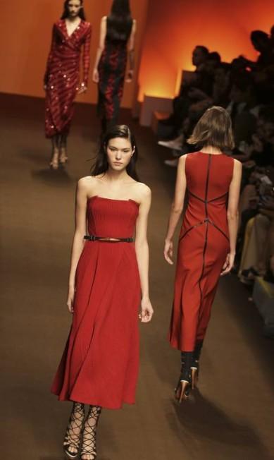 No desfile da grife, ainda foram apresentados diversos modelos em tons de vermelho NACHO DOCE / REUTERS
