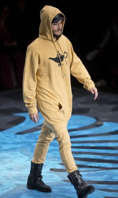 A característica da marca de streetwear foi realçada no trabalho com tecidos como o moleton de tweed Andre Penner / AP