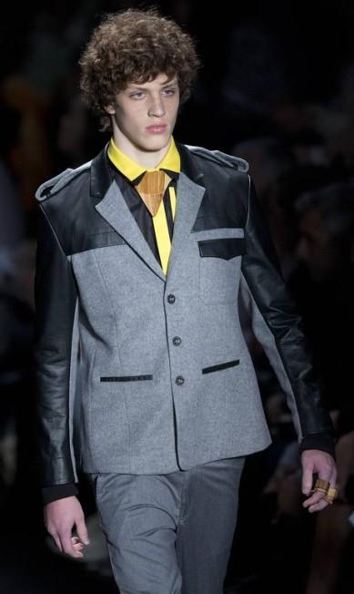 Predominam na coleção masculina as cores amarelo sinalizador, preto, branco, cinza e índigo Andre Penner / AP
