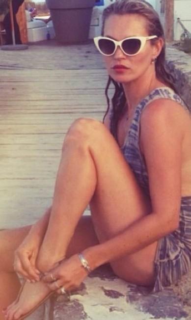 Terry Richardson não está sozinho na missão de revelar os bastidores da vida das modelos e celebridades. O fotógrafo Mert Alas, que faz dupla com Marcus Piggott, também mostra a rotina – mais glamourosa – de personalidades em seu Instagram. A top inglesa Kate Moss, por exemplo, é figurinha fácil na página de Mert Reprodução/ Instagram