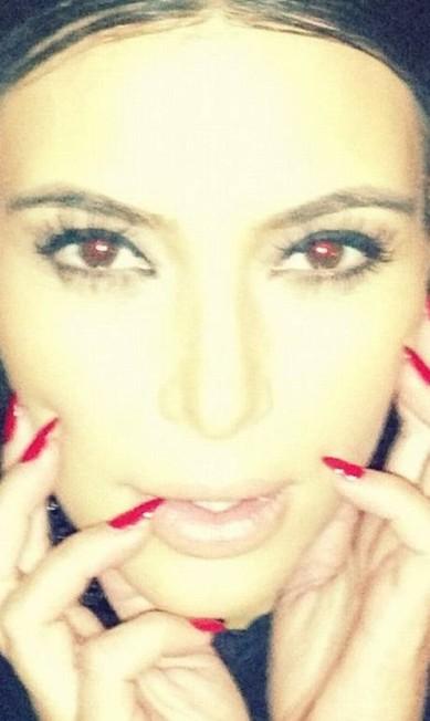 Kim Kardashian num momento vamp durante jantar da Givenchy, em Paris Reprodução/ Instagram