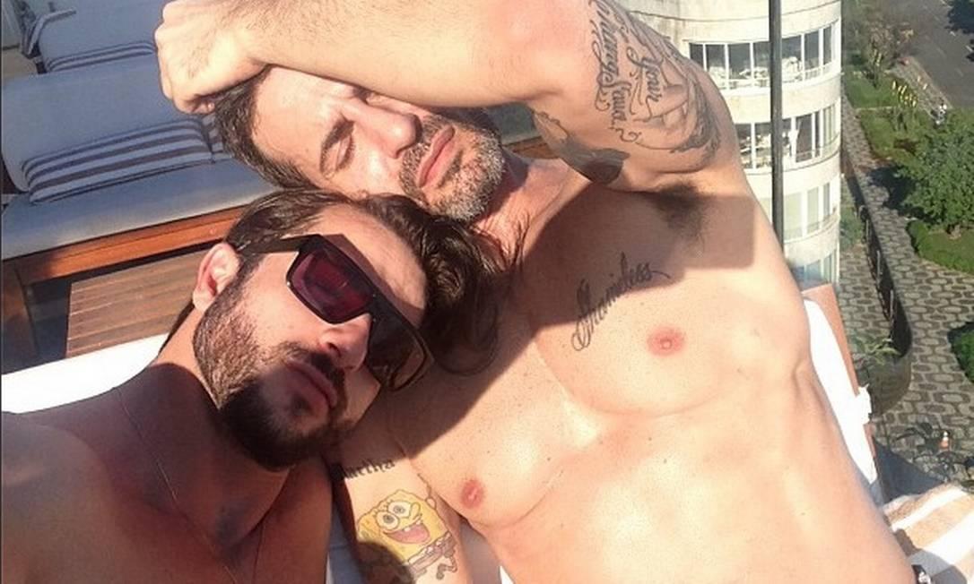 O ex-ator pornô brasileiro Harry Louis é o novo namorado de Jacobs. Eles, inclusive, já foram flagrados trocando beijos quentes nas areias de Ipanema Foto: Reprodução Instagram