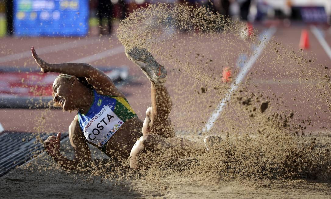 A brasileira Keila Costa ficou com a medalha de prata no salto triplo Felipe Dana / AP