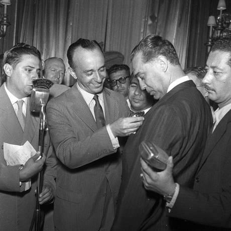 Operário Padrão. Poyares com o então presidente JK, na festa do prêmio Foto: Terceiro / arquivo/30-1-1957