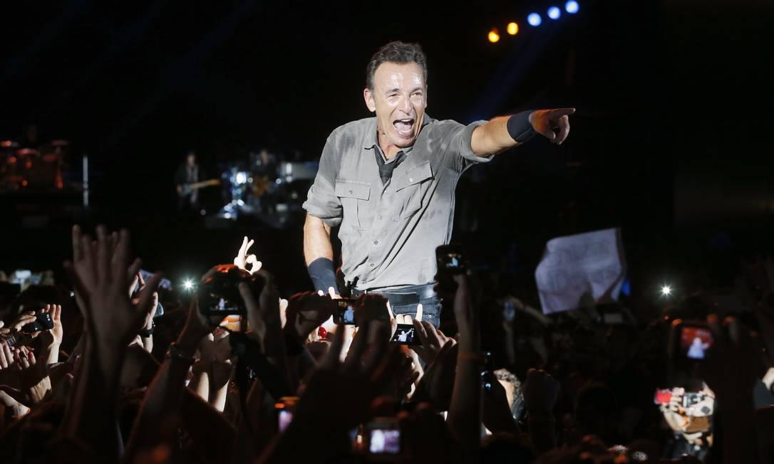 Bruce Springsteen: após o show no Rock in Rio e ser flagrado numa praia carioca, o cantor deixou a certeza de que é possível estar no auge aos 64 anos Ivo Gonzalez / Agência O Globo