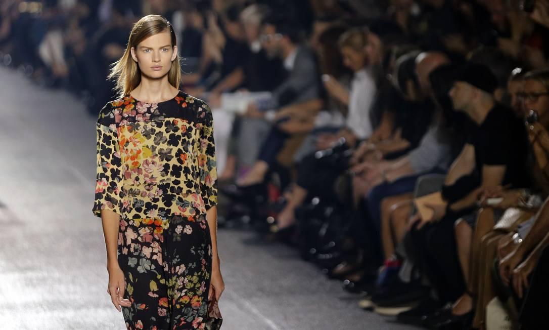 O estilista belga Dries Van Noten foi outra atração do segundo dia da temporada de moda parisiense JOEL SAGET / AFP