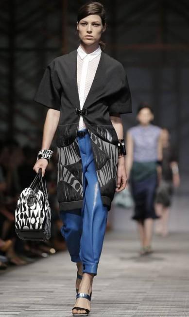 Calça mais curta e blazer longo no desfile da Missoni Max Rossi / Reuters