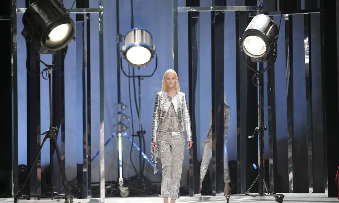 Em um cenário que imitava um estúdio cinematográfico, Cavalli mostrou uma sofisticação em cores claras Antonio Calanni / AP