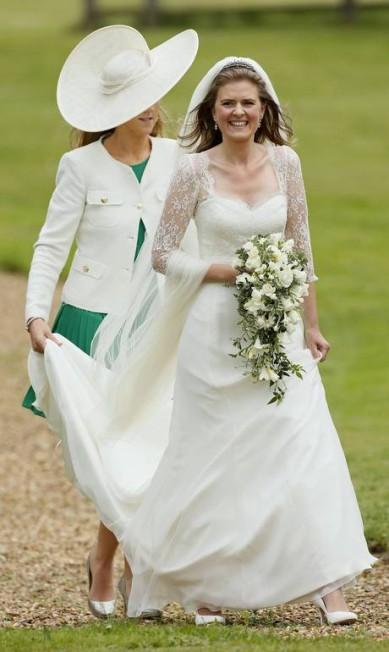 A noiva Laura Marsham chega ao casamento, que aconteceu na igraja St Nicholas, em Gayton STEFAN WERMUTH / REUTERS