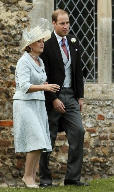 O princípe William deixou a mulher, Kate, e o filho recém-nascido em casa, mas não deixou de comparecer à união do casal James Meade e Laura Marsham STEFAN WERMUTH / REUTERS
