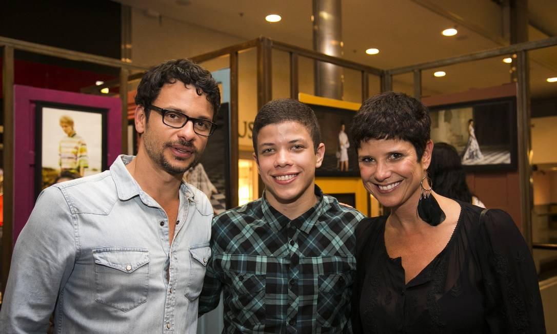 Família na moda: o fotógrafo Daniel Mattar, Gabriel Moraes e a produtora de moda Bebel Moraes Paula Giolito / Agência O Globo