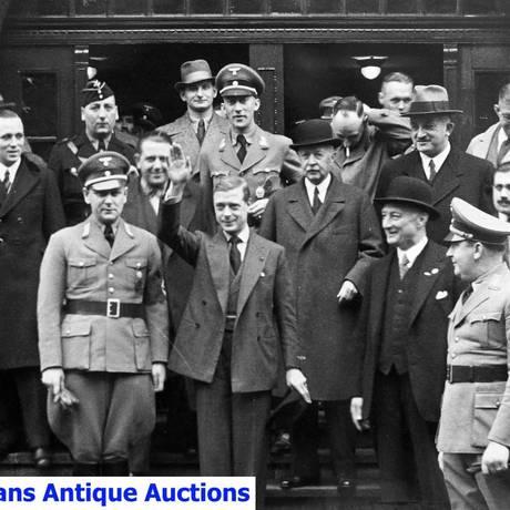 O duque de Edimburgo visita mina na Alemanha: imagem vai a leilão Foto: Divulgação