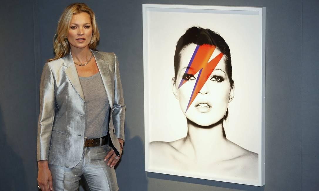A foto de Kate Moss inspirada em David Bowie, feita por Nick Knight, em 2003, deve ser vendida por pelo menos R$ 128 mil, segundo a Christie's LUKE MACGREGOR / REUTERS