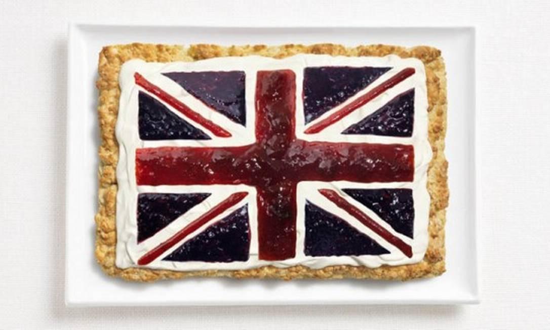 A do Reino Unido também é da linha dos doces: um bolo coberto por creme de leite e geleias Divulgação / WHYBIN\TBWA