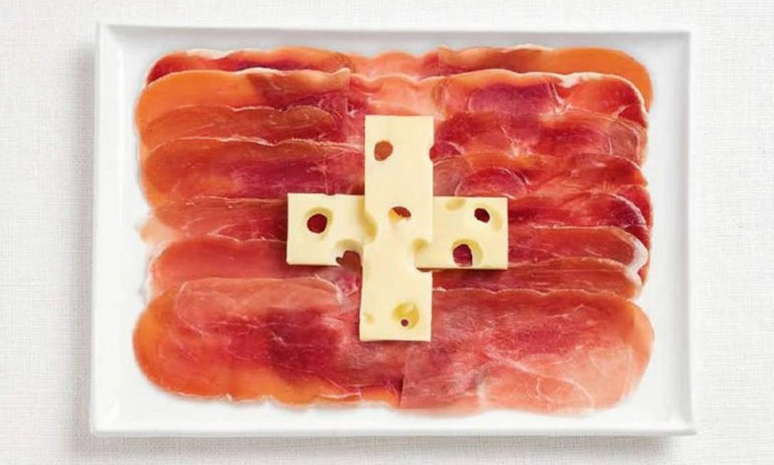 A bandeira da Suíça foi feita de presunto cru e queijo emmental Divulgação / WHYBIN\TBWA