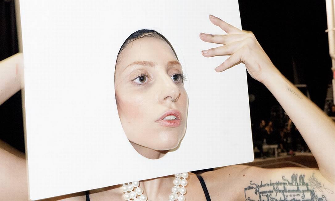 Gaga exibe parte do figurino que usou em sua apresentação no palco do VMA'S Reprodução/ Tumblr