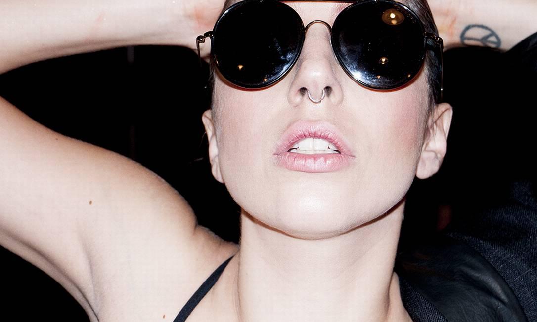 O fotógrafo americano Terry Richardson revelou em seu Tumblr os bastidores da performance de Lady Gaga no MTV Video Music Awards, que aconteceu neste domingo, em Nova York Reprodução/ Tumblr