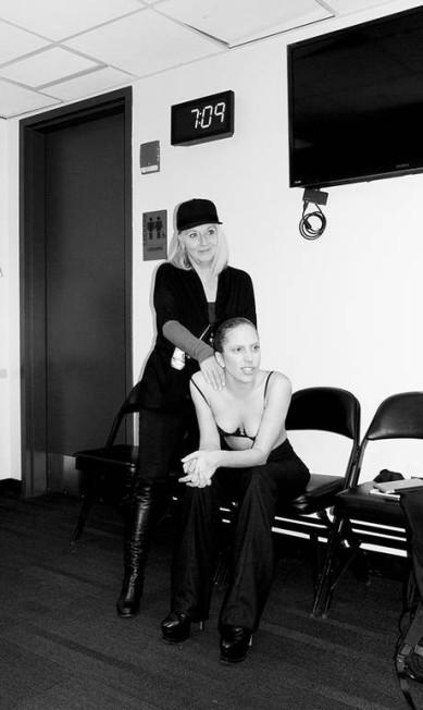 No backstage, Gaga ganhou a companhia da mãe Reprodução/ Tumblr
